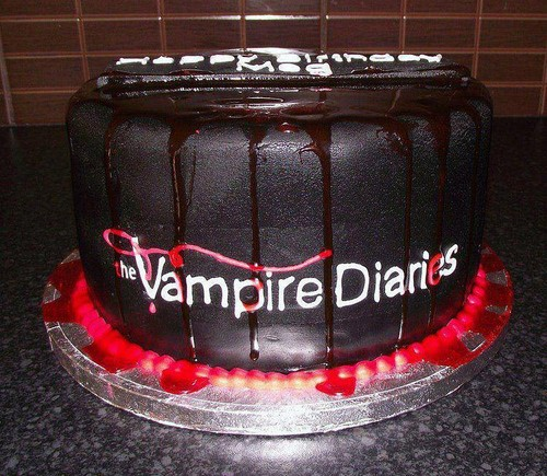 The Vampire Diaries پیپر وال called TVD CAKE <3