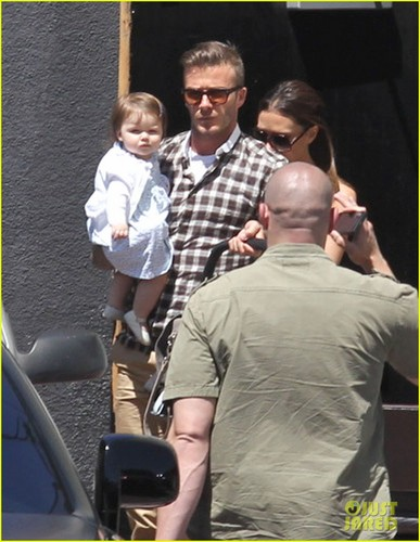 Victoria Beckham Celebrates Birthday with David & Harper! - david-beckham Photo