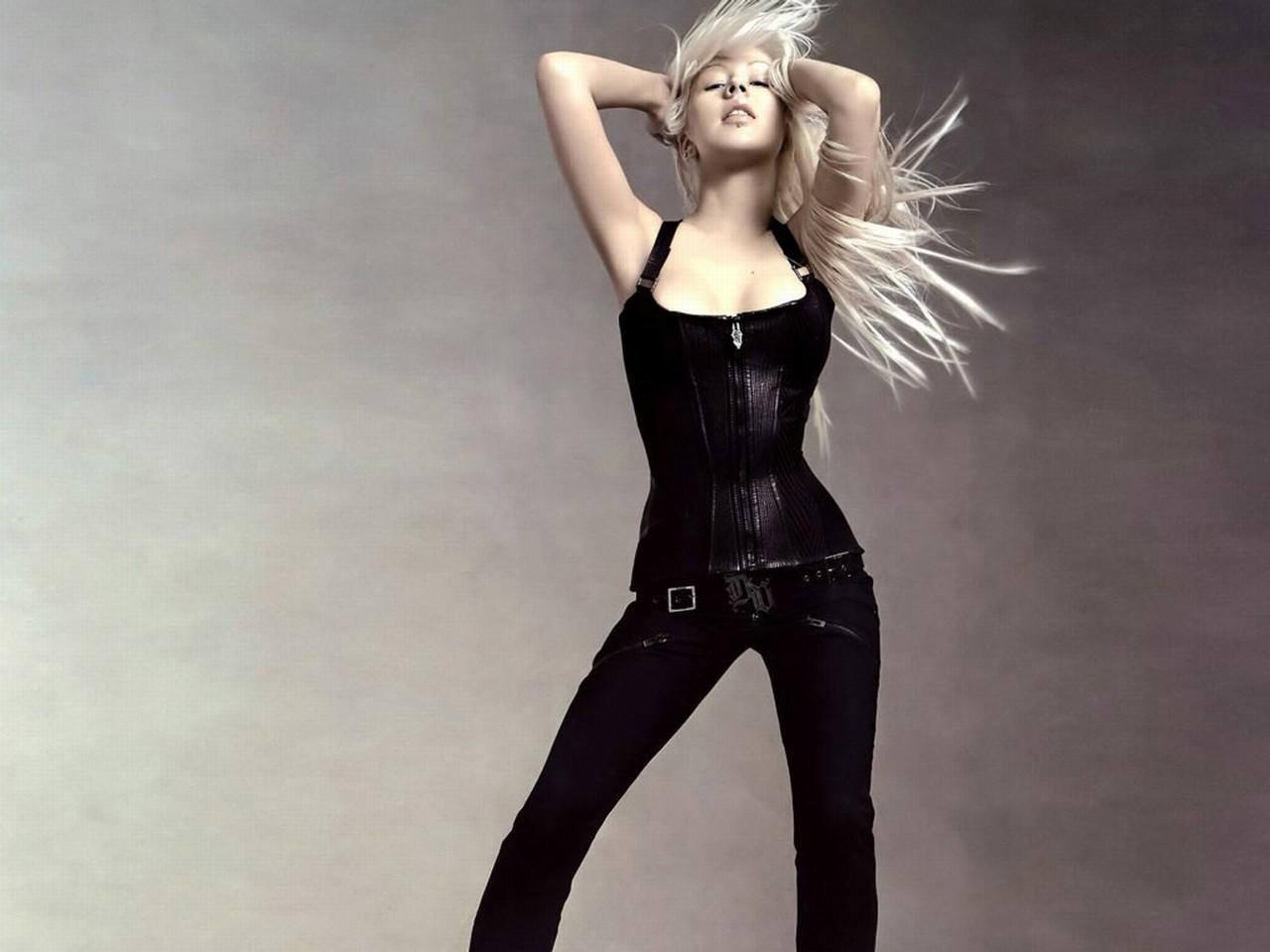 Фото блондинок в кожаных корсетах 1 фотография