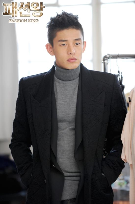 Yoo Ah In as Kang Young Geol , Fashion King (패션왕) Photo
