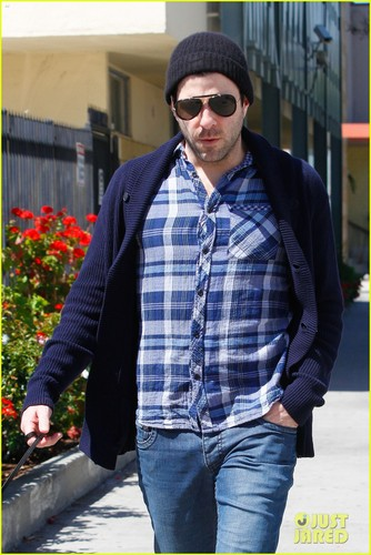 Zachary Quinto Hintergrund containing a straße and a fahrbahn called Zachary Quinto: Doggie Errands!