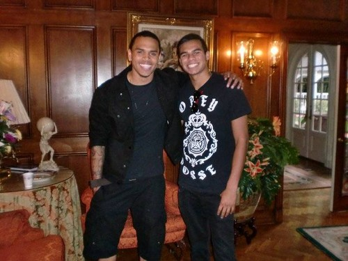 chris brown and randy jackson jr at mj's moms house lol twins