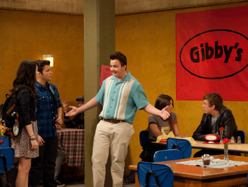 iCarly वॉलपेपर possibly containing a चोली, ब्रासेरी and a पढ़ना room titled iOpen a Restaurant