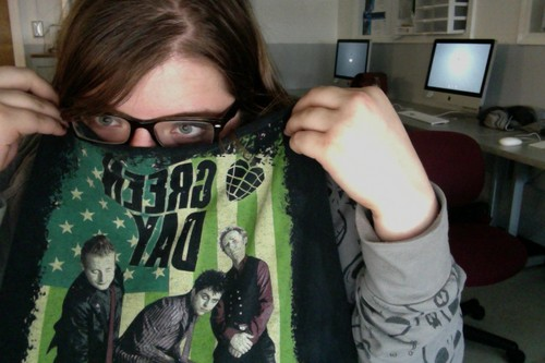 me and my green day shirt!!!