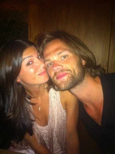 Jared Padalecki & Genevieve Cortese Hintergrund possibly with a portrait called ~Jared&Gen~