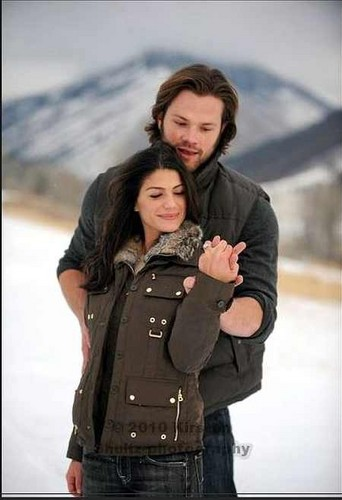 Jared Padalecki & Genevieve Cortese fond d'écran probably containing a green beret, a rifleman, and tenue de combat titled ~Jared&Gen~