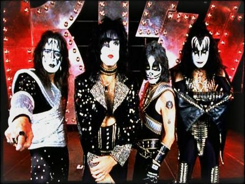 Rakshasa's World of Rock N' Roll achtergrond called ☆ Kiss ☆