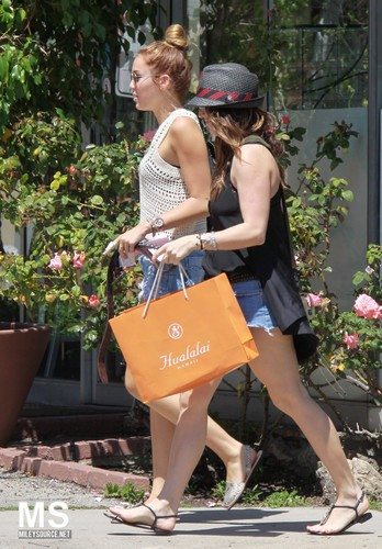 28/04 Out And About With A Friend In Beverly Hills