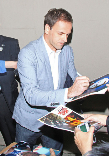 Actor Jonny Lee Miller signs autographs for fans after filming a telebisyon ipakita in Hollywood.