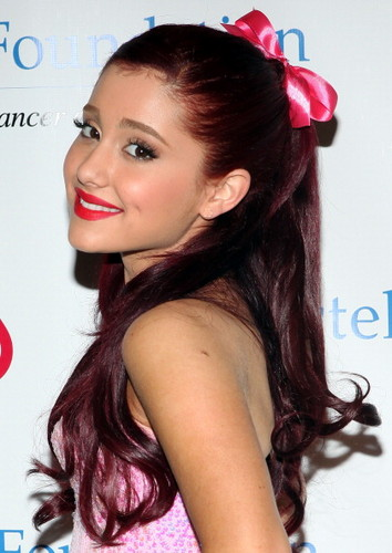 Ariana Grande wallpaper containing a portrait titled Ariana Grande