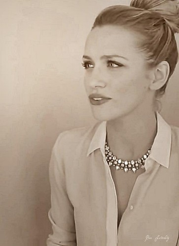Shantel VanSanten 壁纸 probably containing a portrait entitled Beautiful Shantel <3