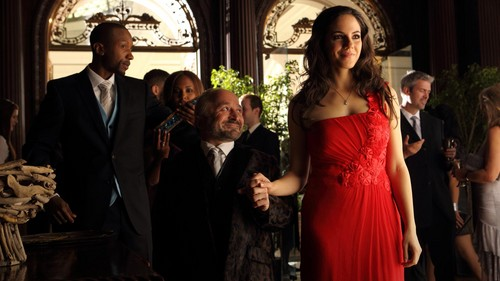 Lost Girl wallpaper possibly with a business suit titled Bo & Trick