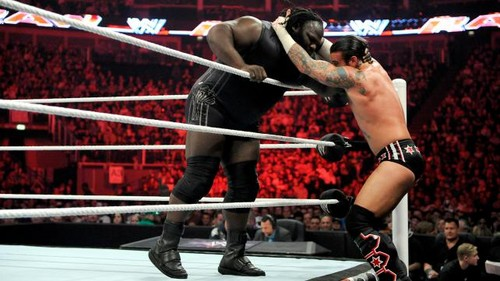 CM Punk vs Mark Henry in London