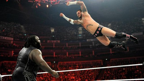 CM Punk vs Mark Henry in लंडन
