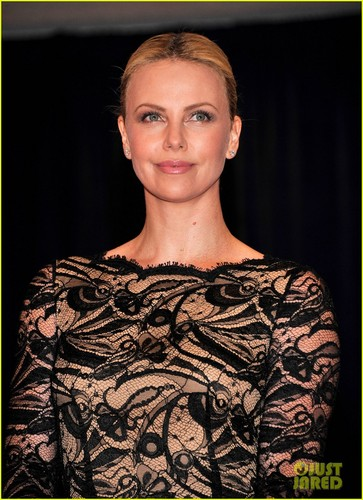 Charlize Theron wallpaper titled Charlize Theron - White House Correspondents' Dinner 2012