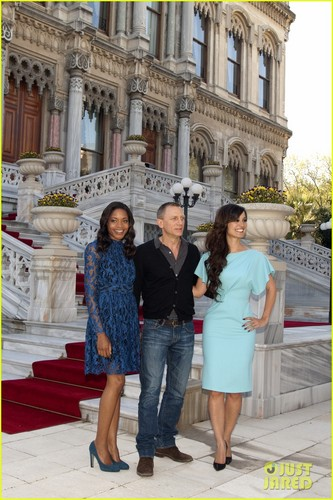 Daniel Craig: 'Skyfall' Turkey photo Call!