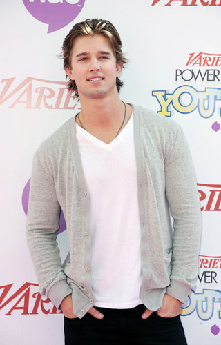 Drew furgone, furgone, van Acker wallpaper possibly with a cardigan, a pullover, and a portrait entitled Drew @ Variety's 4th Annual Power Of Youth Event