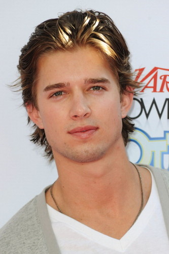 Drew furgone, furgone, van Acker wallpaper containing a portrait titled Drew @ Variety's 4th Annual Power Of Youth Event