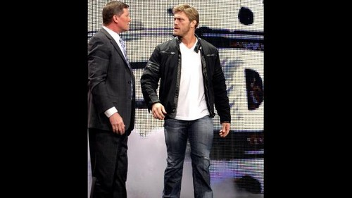 Edge returns to Raw