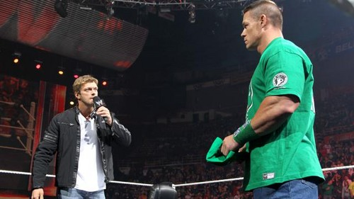 Edge returns to Raw