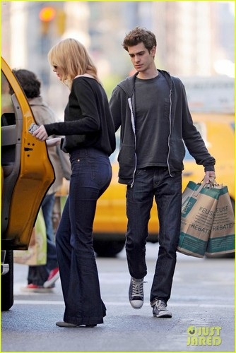 Emma Stone & Andrew Garfield: Grocery Run!