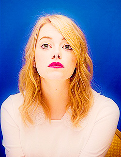 Emma Stone wallpaper with a portrait titled Emma