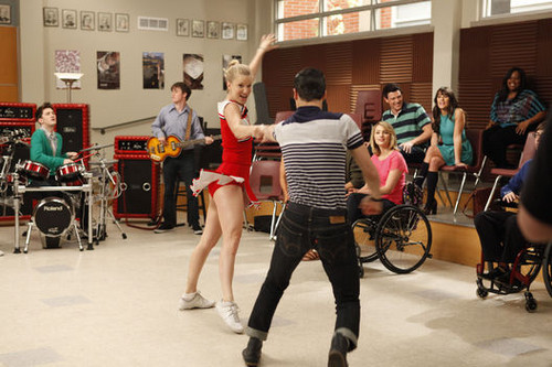 ग्ली Dance with Somebody