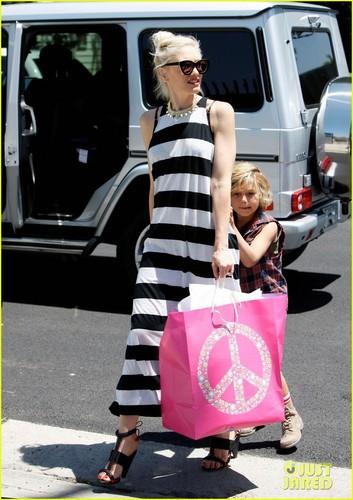 Gwen Stefani: Birthday Party with Kingston & Zuma