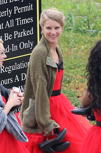 Heather Morris wallpaper titled Heather on set of Glee filming Nationals