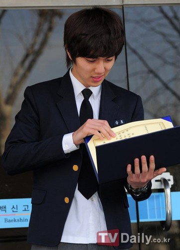 High School Graduation hari (09 Feb 2012)