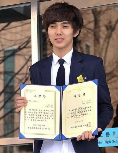 High School Graduation день (09 Feb 2012)