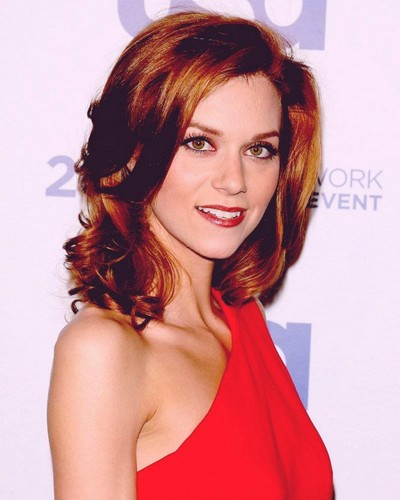 Hilarie burton Hintergrund containing a portrait titled Hilarie <3