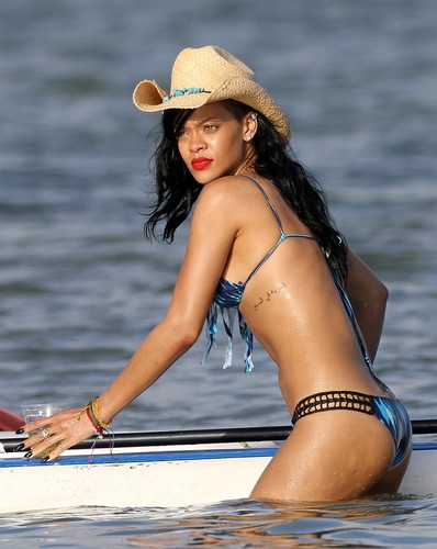 Rihanna wallpaper with a snap brim hat, a campaign hat, and a fedora called In A Bikini On The Beach In Hawaii [28 April 2012]