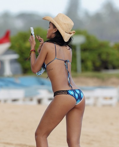 In A Bikini On The Beach In Hawaii [28 April 2012]