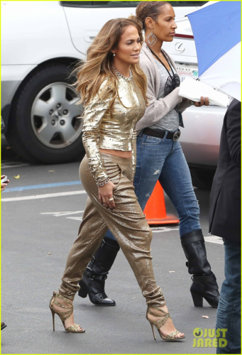 Jennifer - Arrives at the American Idol set in West Hollywood - April 25, 2012
