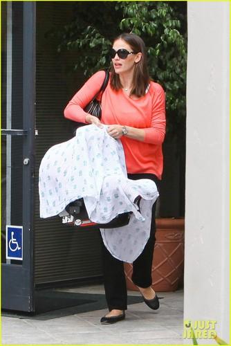 Jennifer Garner to Ben Affleck: Thanks for Taking Over Bedtime!