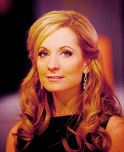 Downton Abbey پیپر وال with a portrait entitled Joanne Froggatt <3