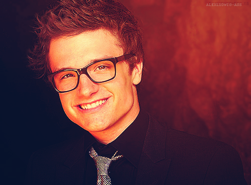 josh hutcherson wallpaper containing a business suit and a suit entitled Josh Hutcherson