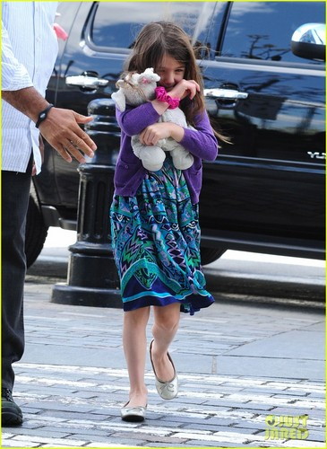Katie Holmes & Suri: Gymnastic Class! - suri-cruise Photo