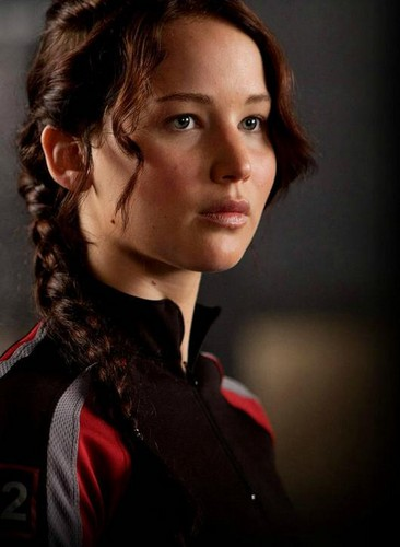 The Hunger Games wallpaper probably containing a portrait titled Katniss Everdeen