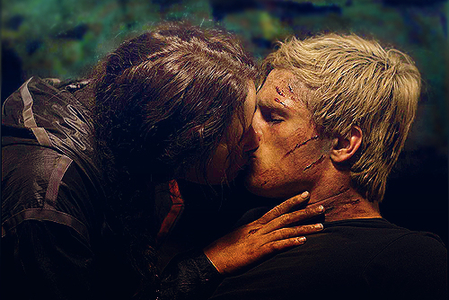Katniss's First Kiss - the-hunger-games Photo