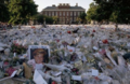 Kensington Palace floded with flowers for Princess Diana