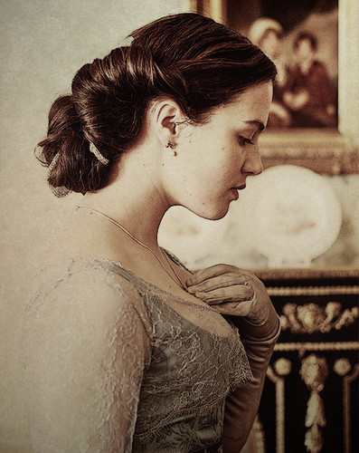 Lady Sybil Crawley wallpaper probably containing a bouquet, a sign, and a bridesmaid titled Lady Sybil <3