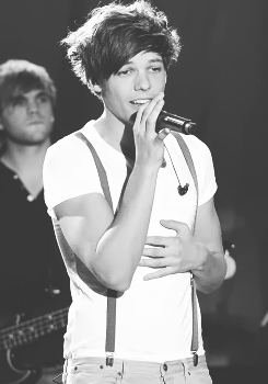 Louis Tomlinson - Black and White