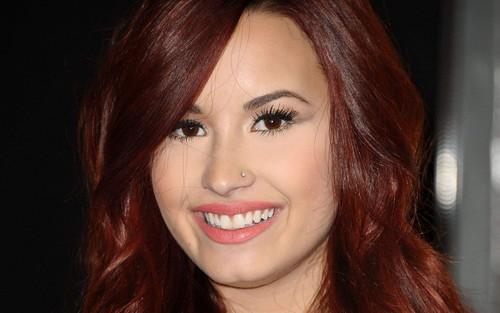 Lovato wallpaper