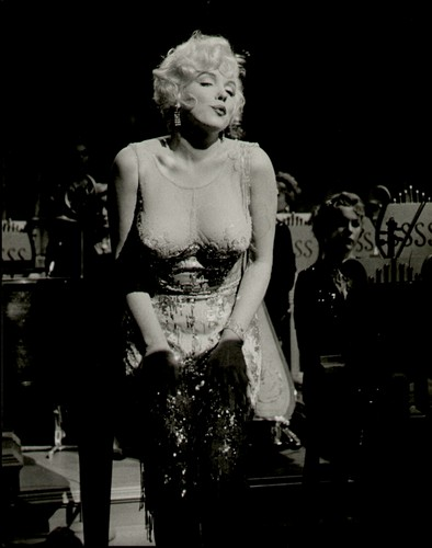 Мэрилин Монро Обои titled Marilyn Monroe (Some Like it Hot)