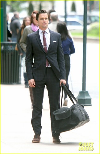 马特·波莫 壁纸 with a business suit, a suit, and a well dressed person called Matt Bomer: 'White Collar' Set!