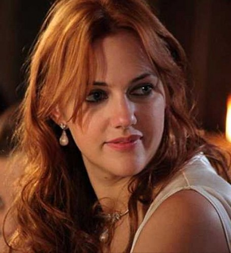 Turkish Actors and Actresses wallpaper containing a portrait called Meryem Uzerli