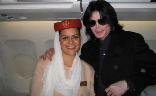 Michael Jackson with one unknown shabiki in India (rare picture) ♥