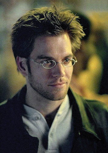 Michael Weatherly with glasses